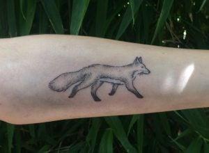 Hand-Poked Tattoo Stick And Poke Tattoo FreshTrends Tattoo Mattie Elliot Mettie Elliot Matthew Elliot Hand-Poked Ink Hand Poked Fox Art Foxy Tattoo Animal Tattoo Pointillism Artistic